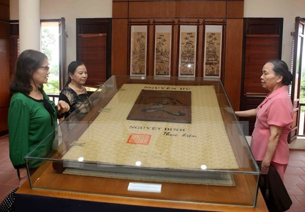 Exhibition on Nguyen Du's literature legacy opens hinh anh 1