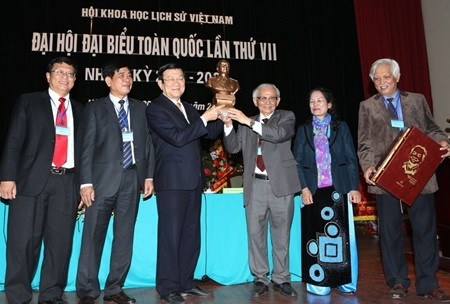 President urges historians to finish national project hinh anh 1
