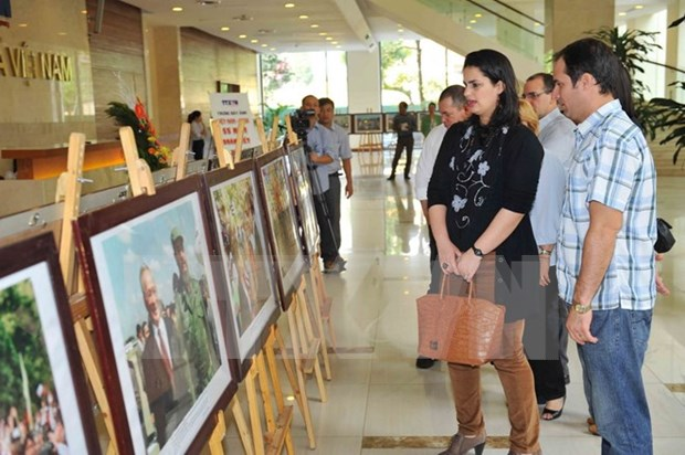 Photo exhibition marks 55 years of Vietnam-Cuba relations hinh anh 1