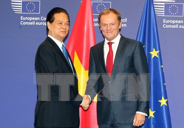 PM holds meetings with EU leaders hinh anh 1