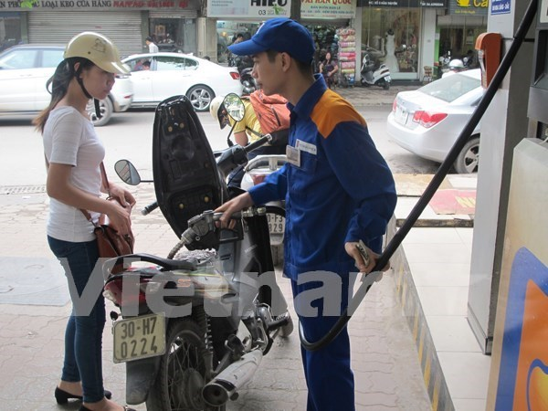 Petrol price down 258 VND per litre hinh anh 1