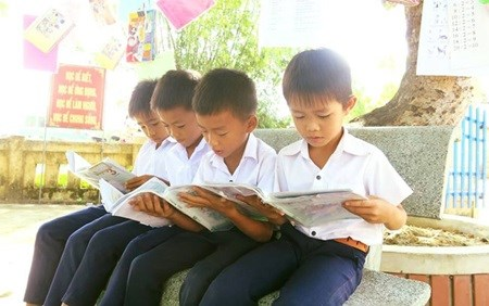 Corporate scholarships support disadvantaged children hinh anh 1