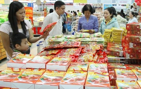 Stocking up for Tet costs firms 723 million USD hinh anh 1