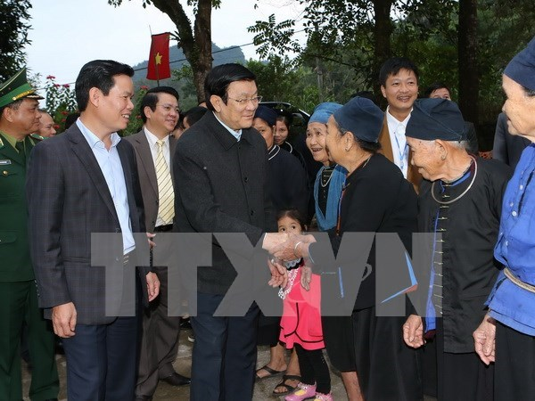 President visits culture-tourism village in Ha Giang hinh anh 1