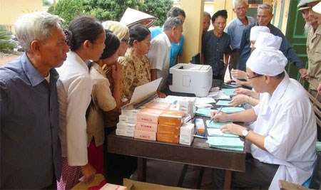 Hundreds of needy elders get free health check-ups hinh anh 1