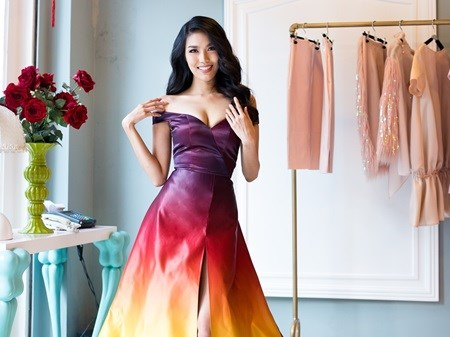 Khue is Miss World evening gown round finalist hinh anh 1