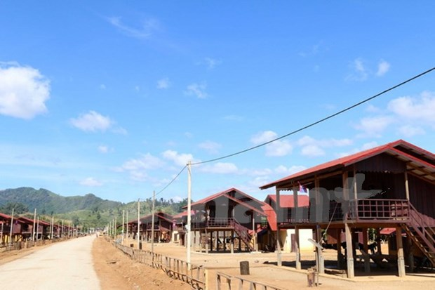 Vietnamese businesses help stabilise lives of Lao ethnic people hinh anh 1