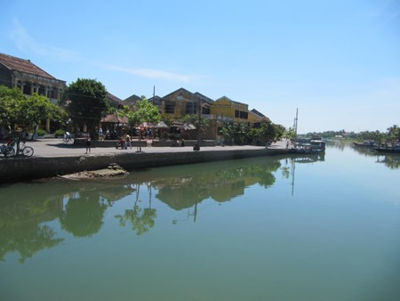 Dyke construction to protect Hoi An ancient city begins hinh anh 1