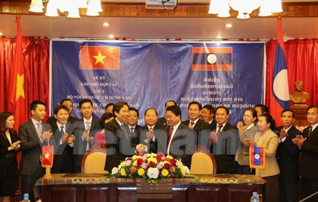 Vietnamese, Lao home affairs ministries boost cooperation hinh anh 1