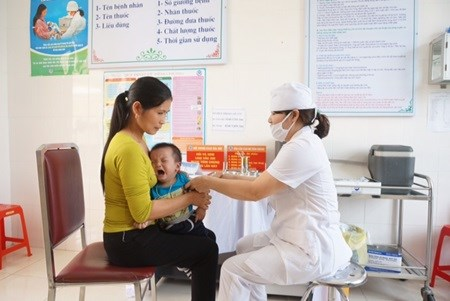 Health ministry advises public against unauthorised vaccines hinh anh 1