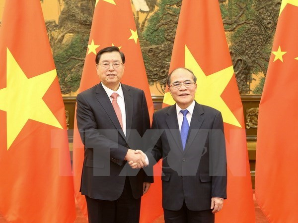 NA Chairman holds talks with Chinese NPC leader hinh anh 1