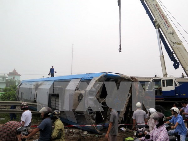 Road accidents fall but railway crashes rise in 2015 hinh anh 1