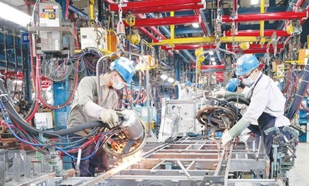 Vietnam's economy on path to speedy recovery hinh anh 1