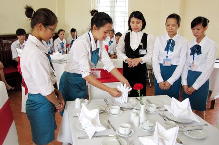 AEC brings opportunities, challenges to Vietnam's tourism workforce hinh anh 4