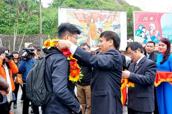 Border city welcomes one millionth tourist hinh anh 1