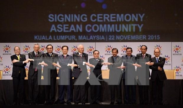 Singaporeans optimistic about AEC hinh anh 1