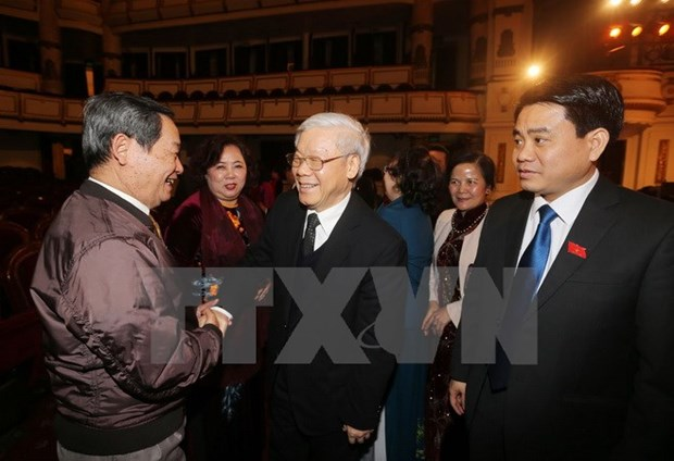 Leaders meet Hanoi NA deputies of different generations hinh anh 1