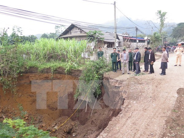 Large sinkhole in Bac Kan province filled in hinh anh 1