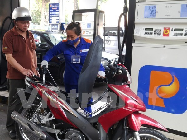 Petrol price down 373 VND per litre hinh anh 1