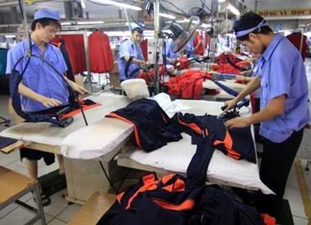 PMI in Vietnam rises in December hinh anh 1