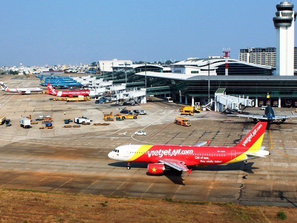 Local airlines asked to lower airfares hinh anh 1