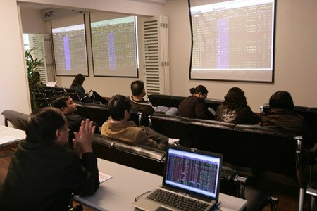 Shares rise, ending three-day slump hinh anh 1