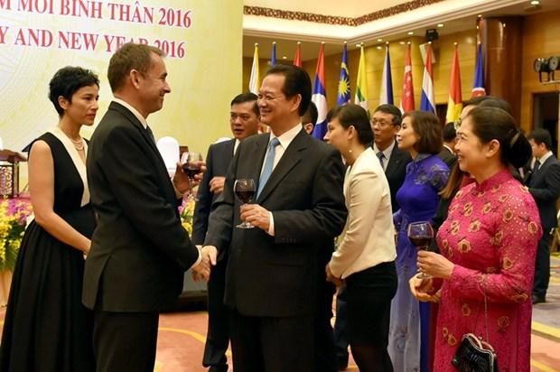 ASEAN Community establishment marked at PM's banquet hinh anh 1