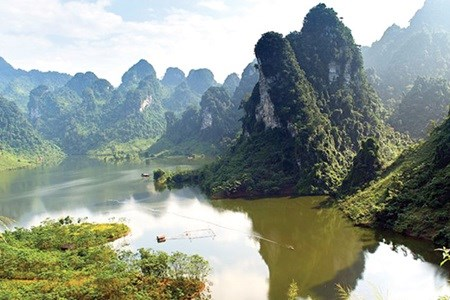 Exhibition capturing Vietnam's beauty opens in Beijing hinh anh 1