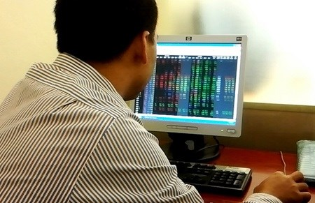 Stocks decline for third session hinh anh 1
