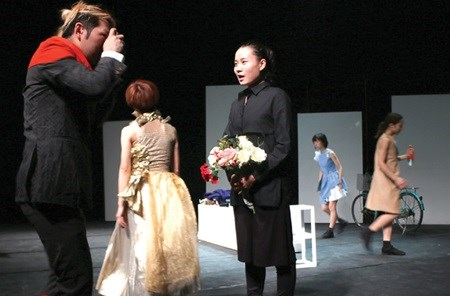 Vietnamese dancer joins Japanese troupe hinh anh 1