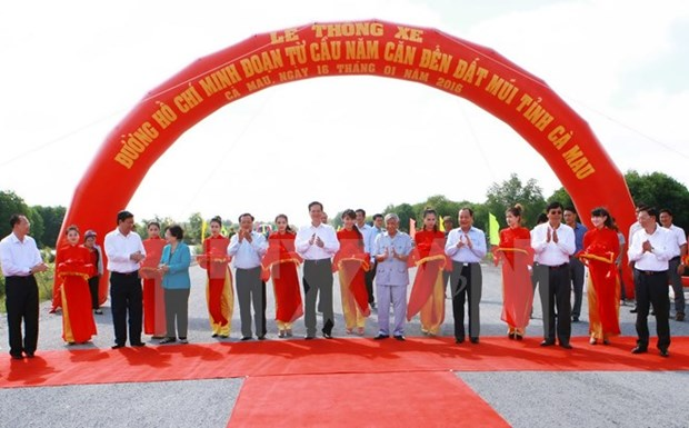 Ho Chi Minh Highway's last section in Ca Mau opens to traffic hinh anh 1
