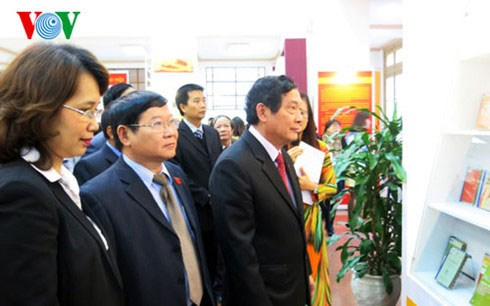 Hai Phong opens exhibition on party congresses hinh anh 1