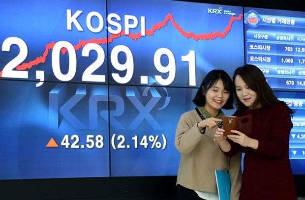 Vietnamese firms called to list shares on RoK stock market hinh anh 1