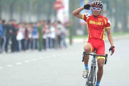 Tung wins silver medal at Asian cycling event hinh anh 1