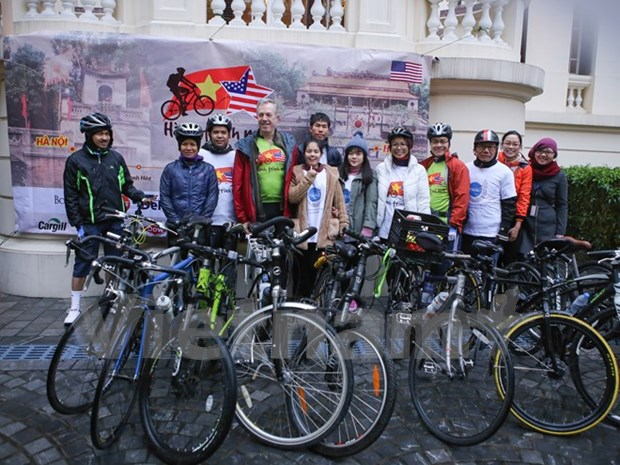 US Ambassador arrives in Hue on cycling tour hinh anh 1