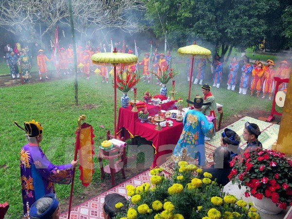 Hue re-enacts Neu pole erecting ceremony at Imperial Citadel hinh anh 1
