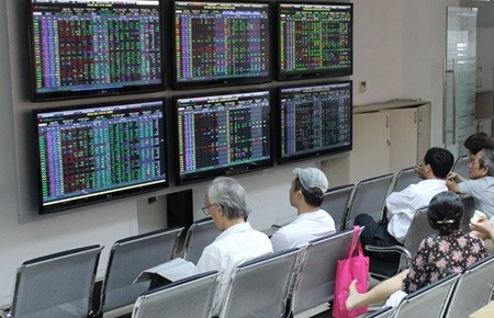 Vietnamese stocks down, led by banks hinh anh 1