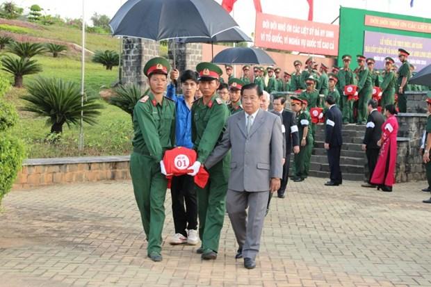 Binh Phuoc: Vietnamese volunteer soldiers' remains reburied hinh anh 1