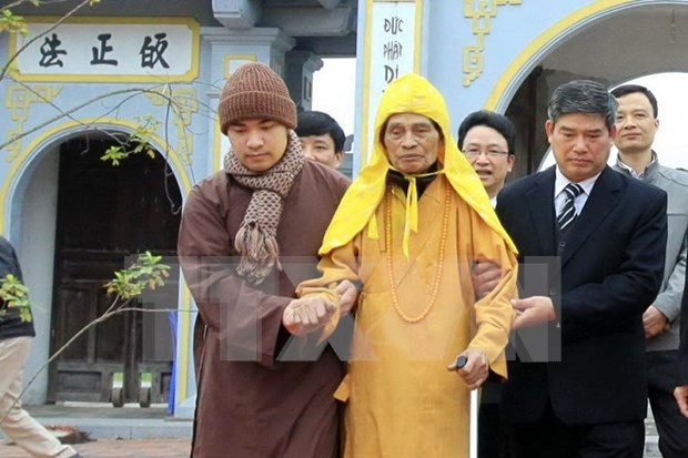 Hanoi leader makes pre-Tet visit to top Buddhist monk hinh anh 1