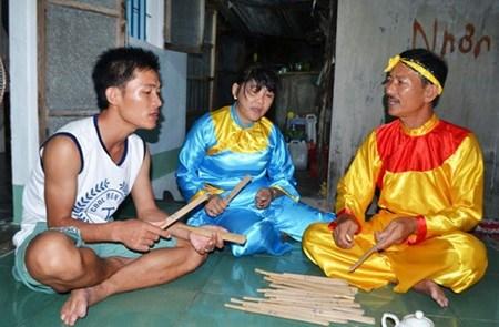 Bai choi folk songs fill island hinh anh 1