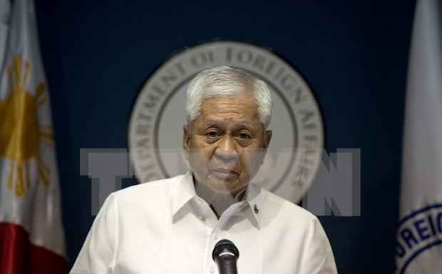 Philippine foreign minister resigns hinh anh 1