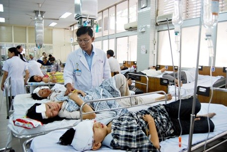 Hospital fees to increase by 30 percent next month hinh anh 1