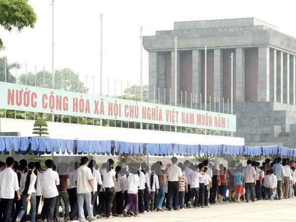 Ho Chi Minh Mausoleum records over 63,000 visitors during Tet hinh anh 1