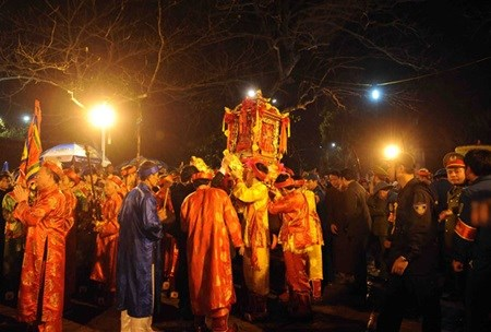 Ngoc Lo palanquin parade kicks off Tran Temple Fest hinh anh 1