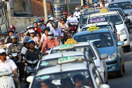 Ministry urges transport firms to slash their rates hinh anh 1