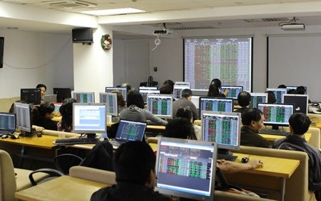 Vietnam's stocks up, led by brokerages hinh anh 1