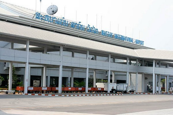 Laos screens passengers at int'l airport to prevent infectious disease hinh anh 1