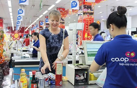 Retailers gearing up for global competition hinh anh 1