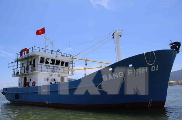 Quang Tri launches first steel-hulled fishing boat under Decree 67 hinh anh 1