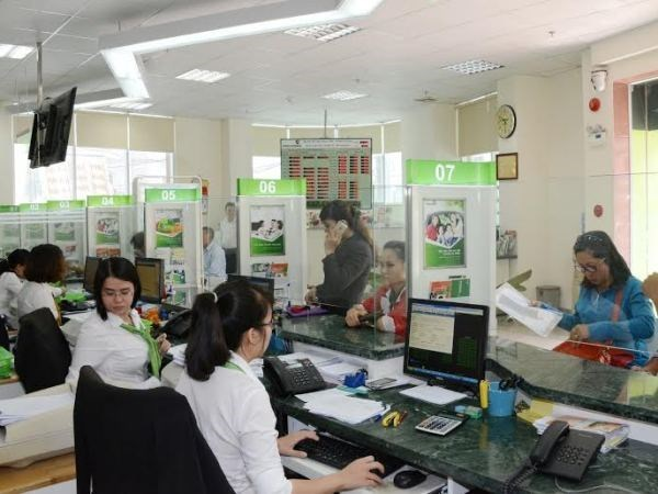 Wages of bank employees rise hinh anh 1